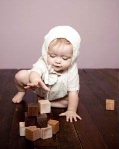 Premier jouet de bébé : comment choisir