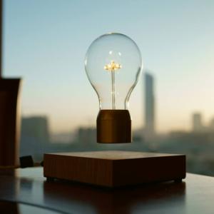 Idée cadeau de Noël du Mom Mag 2017 : lampe en lévitation