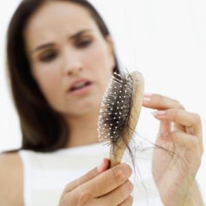 Comment lutter contre la perte des cheveux après l'accouchement ?