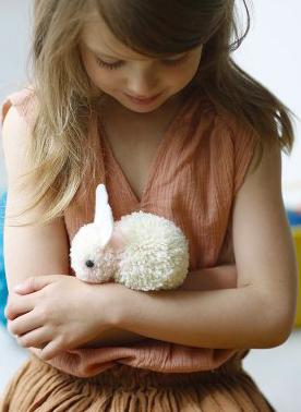 Mom Mag : un lapin pompon tout doux DIY