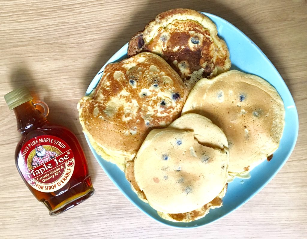 Des pancakes aux myrtilles pour le goûter ! Mom Mag